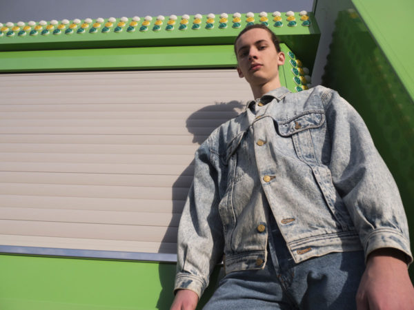 VESTE VINTAGE MADE IN FRANCE 90S EN 100% DENIM JEANS AVEC UN TRAITEMENT ACID WASH TAILLE L MARQUE LOIS/UNITEDNOTHING.