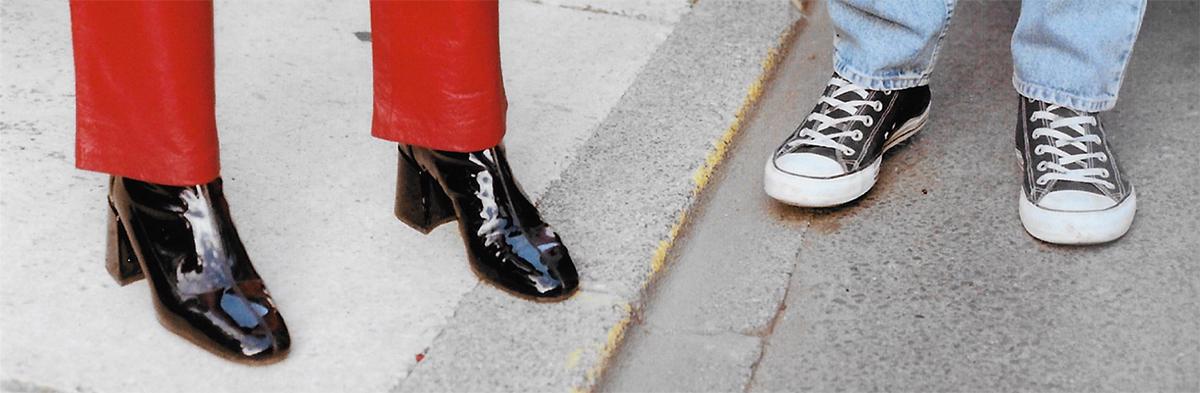 Le concept englobe la fabrication de skateboards ainsi que la vente de vêtements d'occasions